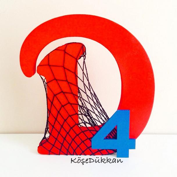 Demir'in Örümcek Adam konseptli 4 yaş doğum günü için hazırlanan D harfimiz