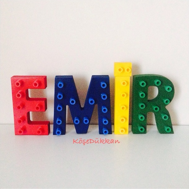 Annesiyle birlikte Emir'e lego tasarım harfler hazırladık